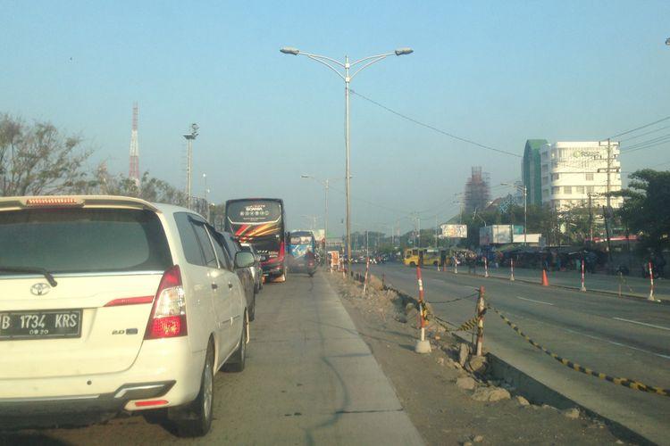 Kondisi Jalan Pantura di Kaligawe, Kota Semarang, Jawa Tengah pada H-4 Lebaran atau Senin (11/6/2018).