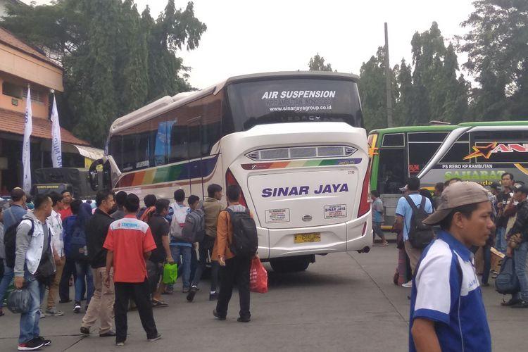 Suasan pemudik di Terminal Kampung Rambutan, Senin (11/6/2018)
