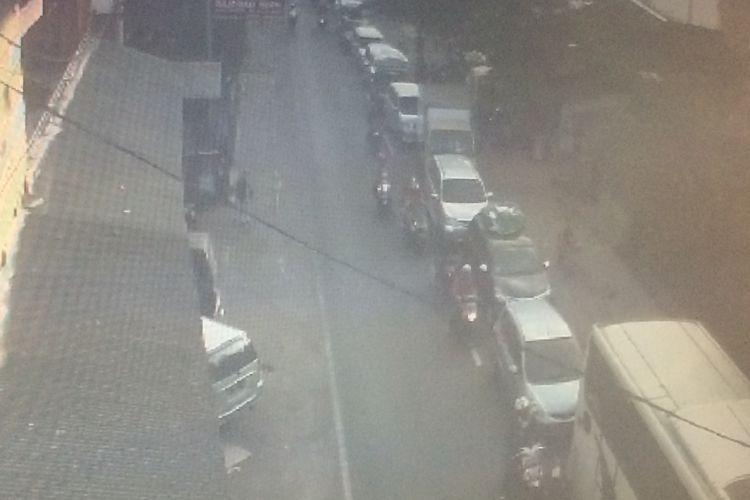 Kondisi arus lalu lintas di depan Pasar Limbangan Garut terlihat ramai padat Rabu (13/6/2018).