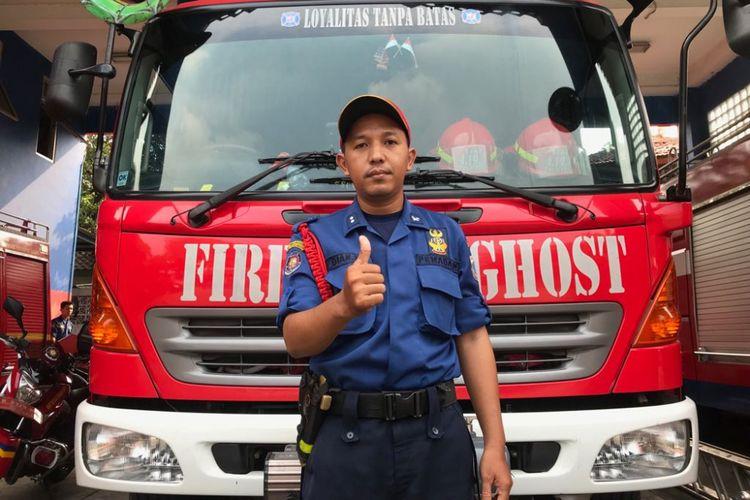 Komandan Regu Pemadam Kebakaran Sektor Pasar Minggu Dian Maulanad