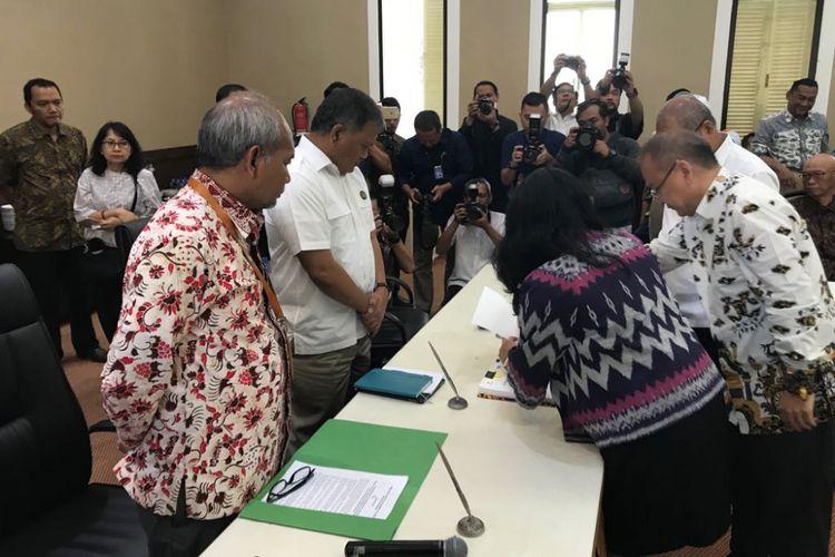 Penandatanganan kontrak bagi hasil empat blok migas di kantor Kementerian ESDM, Jakarta, Rabu (11/4/2018).