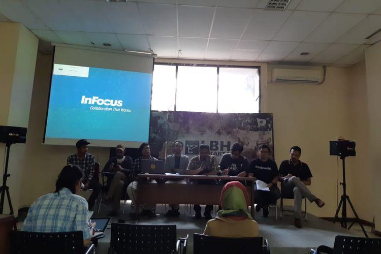 Koalisi Masyarakat Sipil saat konferensi pers tentang usut tuntas extra judicial killing dalam operasi kewilayahan mandiri 2018 Polda Metro Jaya, Jakarta Minggu (22/07/2018).