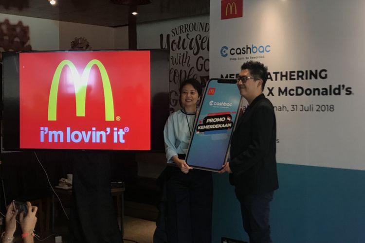 Yanti Lawidjaja, Direktur Keuangan dan TI McDonalds Indonesia bersama Mario Gaw, CEO dan Co-founder Cashbac, pada Media Gathering Cashbac X McDonalds, Selasa (31/7/2018).