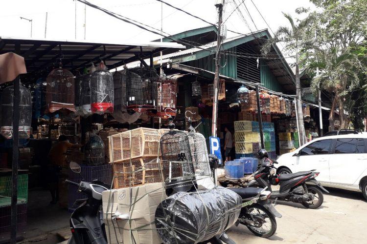 Pasar Burung Pramuka yang terletak dekat saluran air menuju Kali Sentiong atau Kali Item, Jumat (3/8/2018).