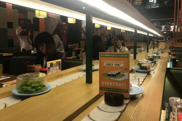 Seluruh menu yang terdapat di sushi belt dapat Anda nikmati dengan harga Rp 15.000/piring, dan temukan harta karun menarik dibalik piringnya.