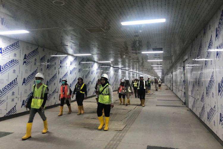 Situasi Stasiun MRT Bundaran Hotel Indonesia yang masih dalam proses pengerjaan. Foto diambil pada Senin (23/8/2018).