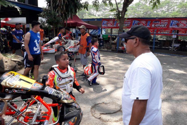 Seorang pegokart usia belia yang tampil di kejuaraan gokart Eshark Rok Cup Indonesia 2018 di Sirkuit Karting Sentul, Bogor, Minggu (2/9/2018).