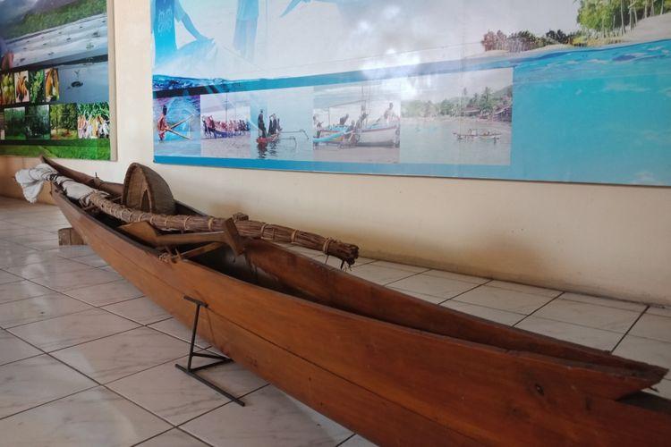 Replika alat transportasi yang ditemukan di Sulawesi Utara, di Museum Perjuangan Sulawesi Utara, Sabtu (31/8/2018).