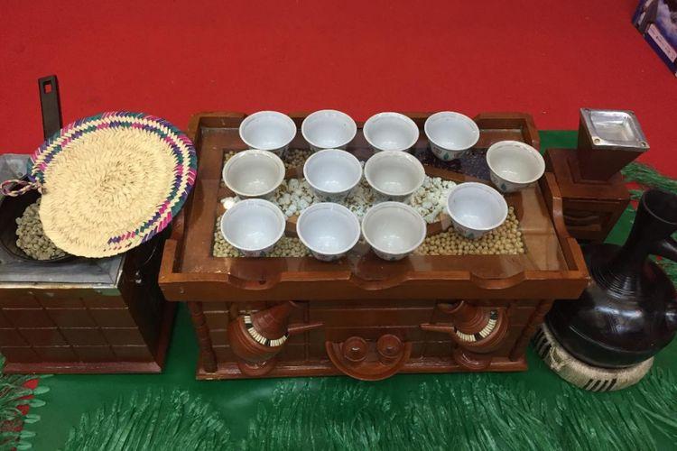 Replika alat-alat Ceremonial Coffe di Ethiopia.