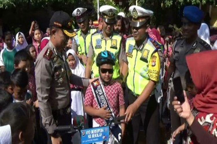 Setelah Menangis Karena Ditilang Polisi, Fajrin Dihadiahi Sepeda dan Dinobatkan sebagai Duta Sepeda ke Sekolah