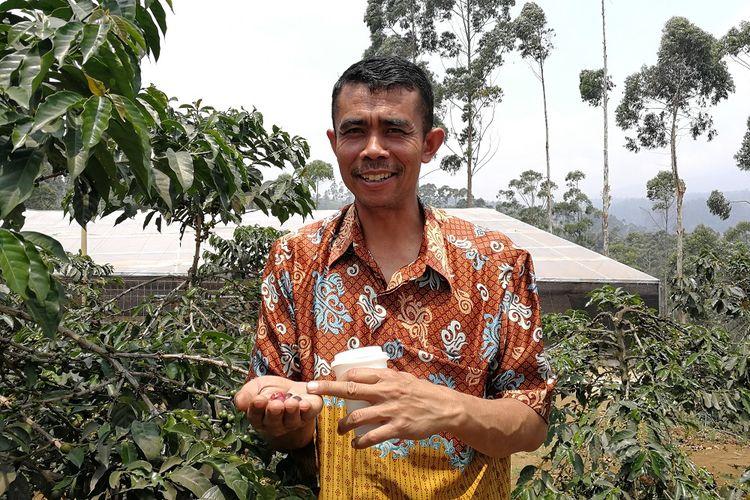 Mochamad Aleh Setiapermana, Ketua Koperasi Produsen Kopi Margamulya, Pengalengan Bandung Jawa Barat.
