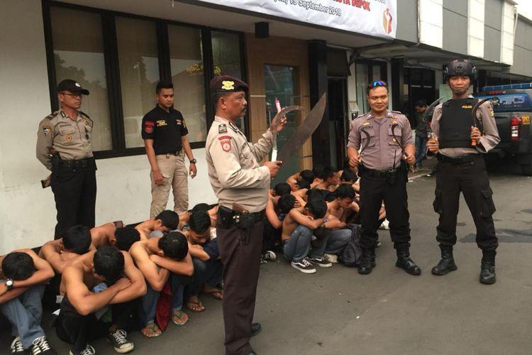 Para Pelajar yang tertangkap kepolisian di Polresta Depok, Jalan Margonda, Selasa (26/9/2018).