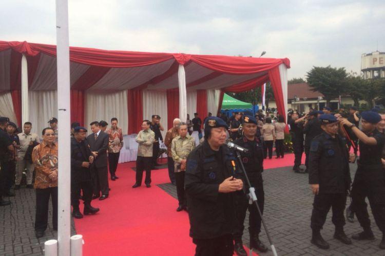Bos Mayapada Group Dato Sri Tahir usai menerima Warga Kehormatan Brimob di Lapangan Markas Korps Brimob Polri Kelapa Dua, Depok, Jawa Barat, Senin (12/11/2018).