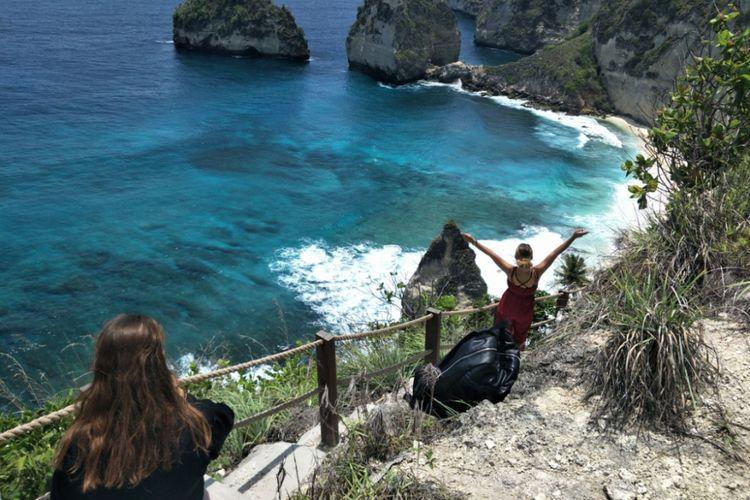 Pantai Diamond yang terletak di Pejukutan, Nusapenida, Kabupaten Klungkung, Bali. Foto diambil pada Minggu (11/11/2018).