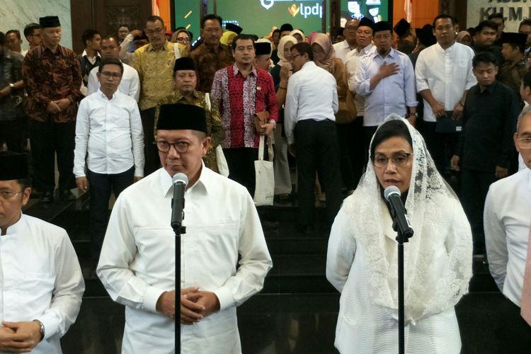 Menteri Agama Lukman Hakim Saifuddin dan Menteri Keuangan Sri Mulyani di Kantor Kementerian Agama, Jakarta