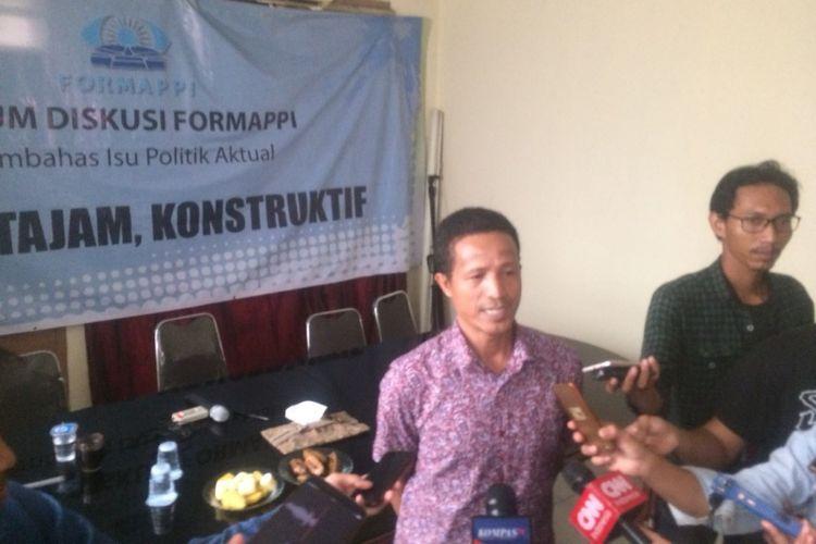 Peneliti Fungsi Legislasi Forum Masyarakat Peduli Parlemen Indonesia (Formappi) Lucius Karus di Kantor Formappi, Jakarta Timur, Jumat (23/11/2018).
