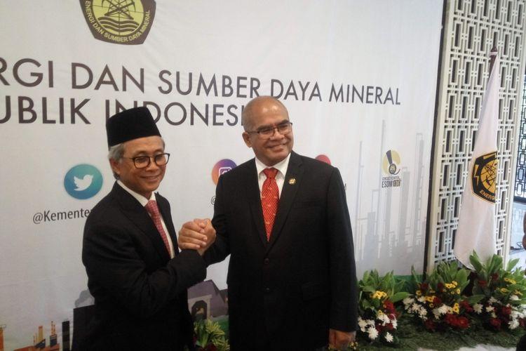 Kepala SKK Migas Dwi Soetjipto (kiri) bersama Amien Sunaryadi di Kantor Kementerian ESDM, Jakarta, Senin (3/12/2018).