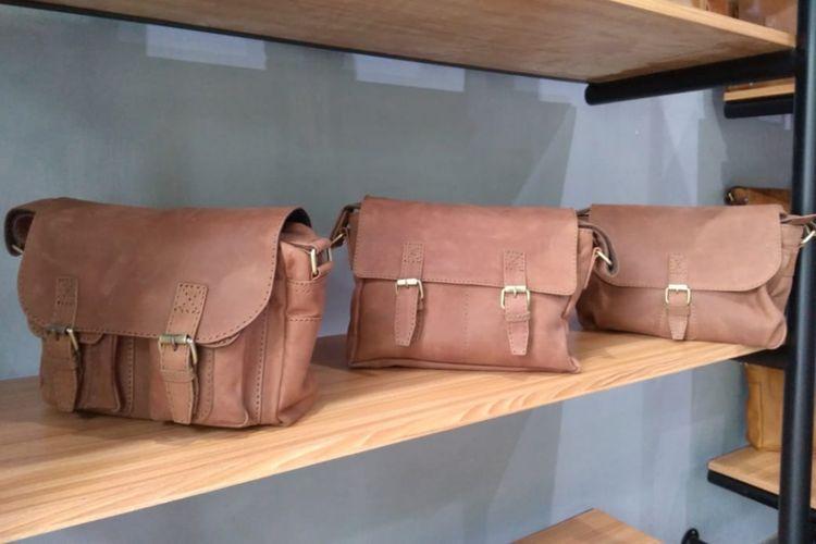Selain sepatu, Brygan Foot Wear mengeluarkan produk tas yang juga terbuat dari kulit asli dan semi kulit.