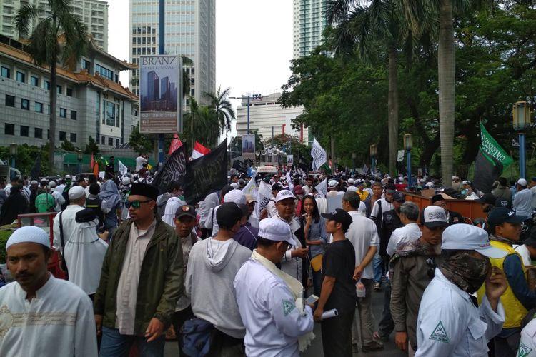 Aksi damai bela muslim Uighur digelar di depan Kantor Kedutaan Besar China di kawasan Kuningan, Jakarta Selatan, Jumat (21/12/2018).