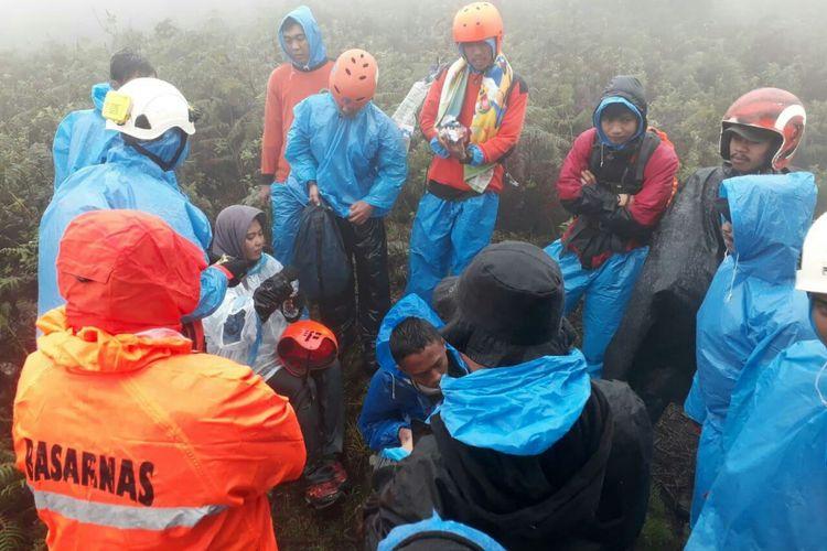 Tim SAR gabungan berhasil menemukan 2 orang pendaki yang tersesat di Gunung Bawakaraeng,  Rabu (2/1/2019).