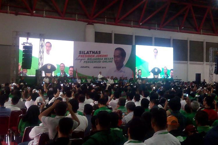 Presiden Joko Widodo (Jokowi) memberikan sambutan dalam acara Silaturahmi Nasional (Silatnas) Keluarga Besar Pengemudi Online di Jakarta International Expo Kemayoran, Jakarta, Sabtu (12/1/2019).