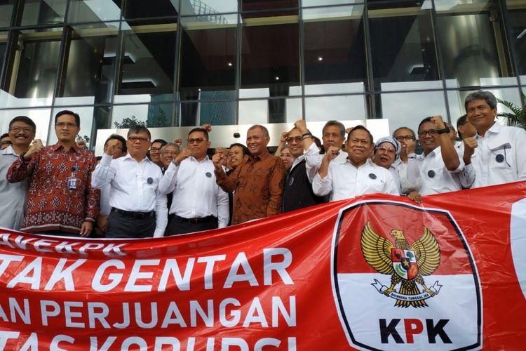 Alumni Teknik Sipil Institut Teknologi Sepuluh Nopember (ITS) mendatangi pimpinan KPK di Gedung Merah Putih KPK, Jakarta, Rabu (16/1/2019).