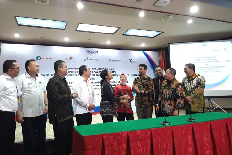 Penandatanganan kerja sama antara Pertamina dengan Pelindo I hingga IV ini dihadiri pula oleh Direktur Utama Pertamina Nicke Widyawati dengan Direktur Utama Pelindo I Bambang Eka Cahyana, Direktur Utama Pelindo II Elvyn G Masassya, Direktur Utama Pelindo III Doso Agung, dan Direktur Utama Pelindo IV Farid Padang. Penandatanganan tersebut di teken bersama oleh masing-masing Direktur Utama Perseroan dan disaksikan langsung oleh Menteri BUMN Rini Soemarno di Jakarta, Senin (18/2/2019).