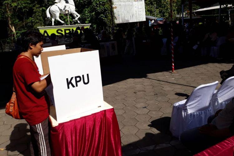 Komisi Pemilihan Umum (KPU)RI menggelar simulasi nasional pemungutan dan penghitungan di area parkir Gua Selarong, Kecamatan Pajangan, Bantul, Yogyakarta, Sabtu (9/3/2019)