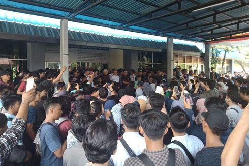 5 Fakta Aksi Ribuan Mahasiswa di UBH Padang, Bakar Keranda hingga Tolak Sistem DO
