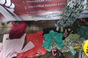 PKL Tanah Abang Gelar Dagangan di Depan Kantor Ombudsman