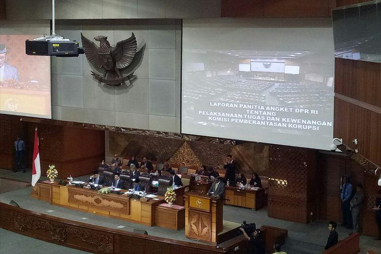 Ketua Pansus Angket KPK Agun Gunandjar Sudarsa membacakan Laporan Pansus Angket KPK di Rapat Paripurna