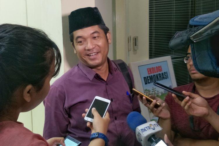 Direktur Eksekutif Lingkar Madani (LIMA) Ray Rangkuti saat ditemui kantor PARA Syndicate, Jakarta Selatan, Jumat (17/11/2017).(KOMPAS.com/KRISTIAN ERDIANTO)