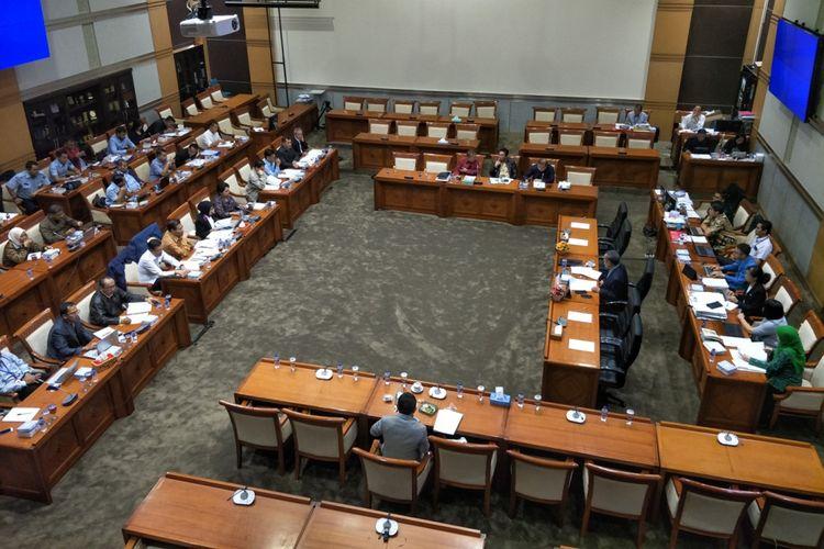 Rapat Panja antara Pemerintah dan DPR terkait RKUHP, di ruang Komisi III, Kompleks Parlemen, Jakarta, Senin (5/2/2018).
