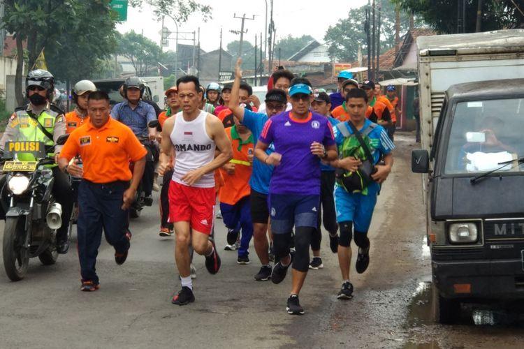 Wagub Sandiaga Uno berlari menuju TPST Bantar Gebang Jumat 9/3/2018
