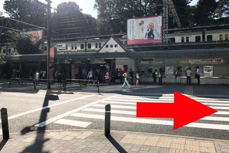 Jika membalikan badan dan melihat di belakang kita, setelah menyeberang jalan, ini pemandangan dari Takeshita Exit yang terlihat