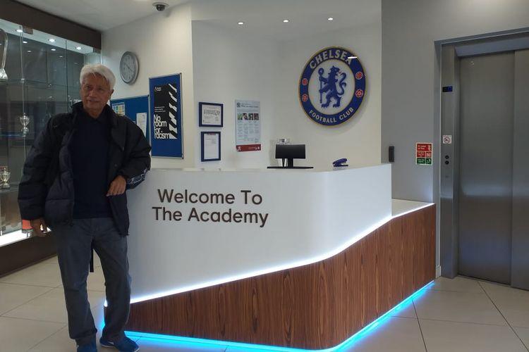 Direktur Teknik PSSI, Danurwindo, saat berada di Akademi Sepak Bola Chelsea di Cobham Training Centre, London, Inggris, saat memantau perkembangan permainan tim Garuda Select pada Sabtu (11/5/2019).