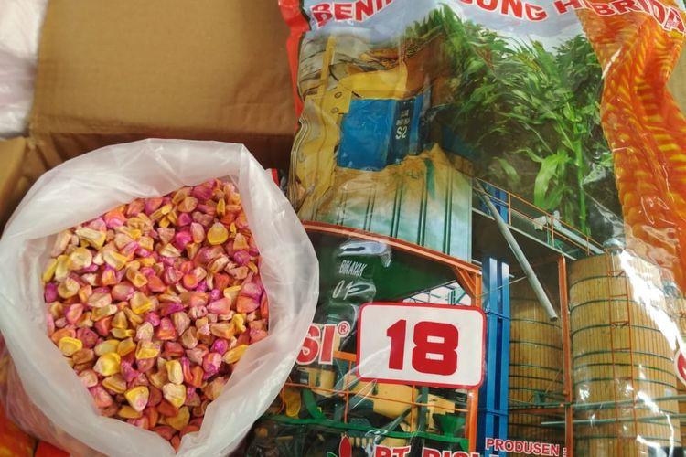 Barang bukti benih jagung bersubsidi yang diamankan di Mapolda Jatim, Kamis (2/5/2019)
