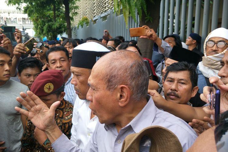 Eggi Sudjana dan Kivlan Zen di depan Bawaslu, Jakarta Pusat, Kamis (9/5/2019)