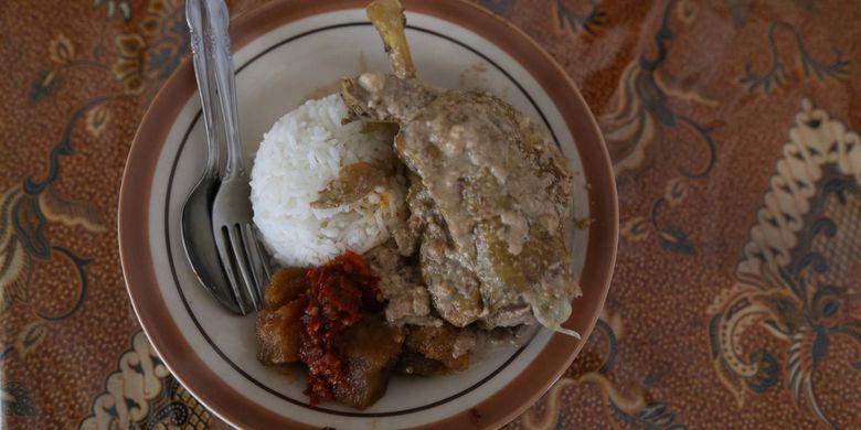 Hidangan gudeg di Warung Makan Gudeg B. Djuminten, Jogjakarta, Minggu (6/8/2017).