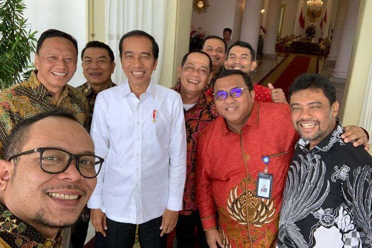 Presiden Joko Widodo di Istana Kepresidenan Bogor, Jumat (26/4/2019), bersama sejumlah pimpinan organisasi buruh di Indonesia.