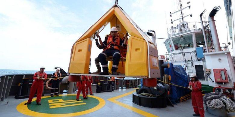 Ilustrasi kegiatan memasok LNG ke kapal-kapal yang berbahan bakar berbasis LNG