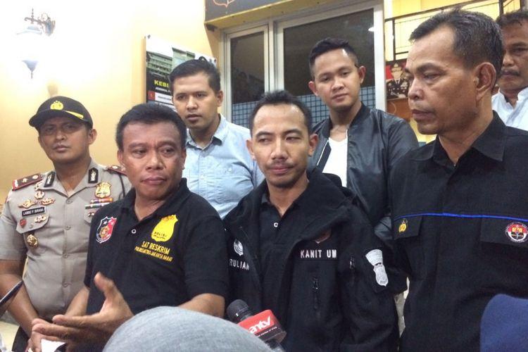 Wakasat Reskrim Polres Jakarta Barat Kompol Ivers Manossoh saat memberikan keterangan pers di Polsek Tanjung Duren, Kamis (14/9/2017).