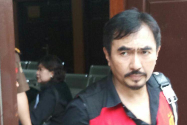 Gatot Brajamusti saat keluar dari ruang persidangan di Pengadilan Negeri Jakarta Selatan, Kamis (1/3/2018).