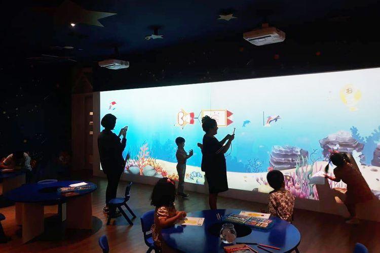 UMN bekerja sama dengan Gramedia menciptakan permainan interaktif dalam wahana ?Our Happy Place? di Gramedia World Harapan Indah Bekasi (29/3/2019).