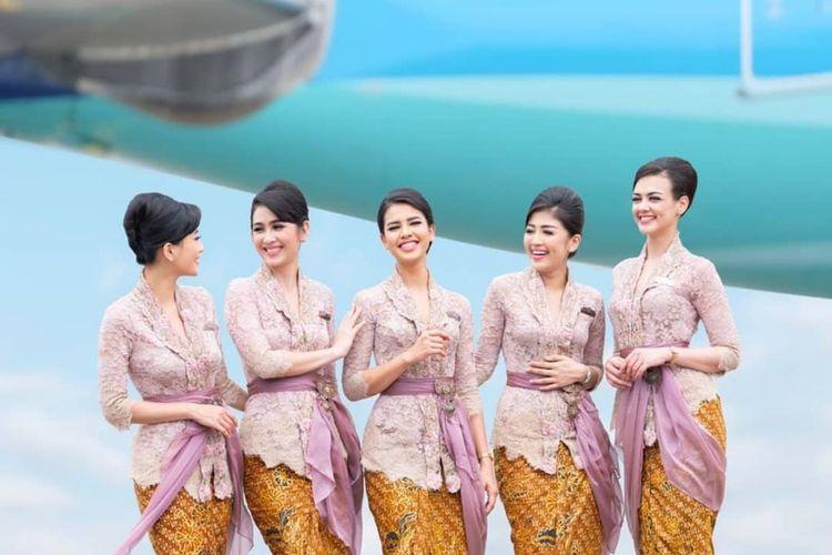 Seragam pramugari Garuda Indonesia.