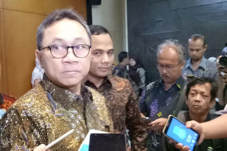 Ketua Umum PAN dan Ketua MPR Zulkifli Hasan di Kompleks Parlemen, Senayan, Jakarta, Rabu (4/10/2017)