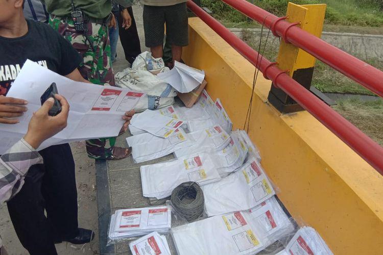 Surat suara pemilihan umum 2019 yang ditemukan Bawaslu Kampar di pinggir jembatan di Kecamatan Salo, Kabupaten Kampar, Riau (Dok.Bawaslu Riau)