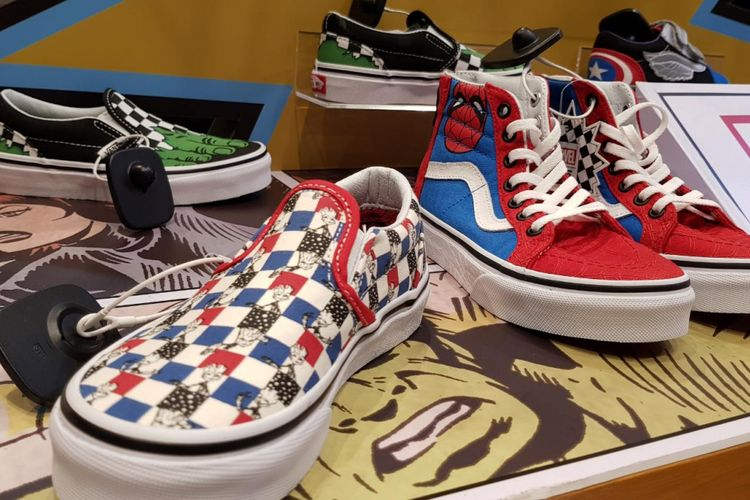 Beberapa sneaker Vans x Marvel di Vans Grand Indonesia, Jakarta.