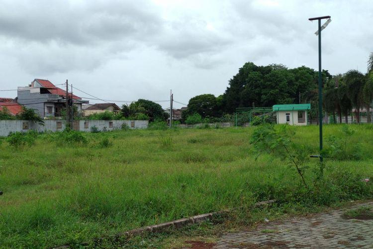 Kondisi lahan yang akan dibangun rumah DP 0 Persen program Gubernur dan Wakil Gubernur DKI Jakarta, Anies - Sandi di Pondok Kelapa, Jakarta Timur, Senin (27/11/2017).  Pembangunan rencananya akan dimulai tahun depan.