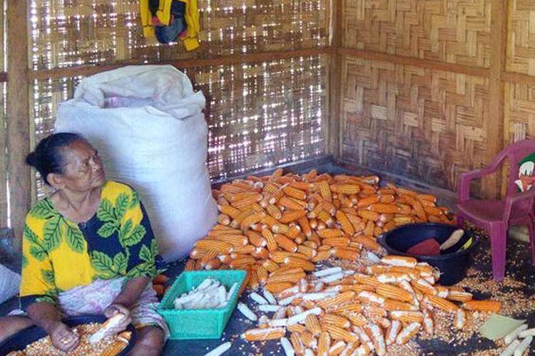 Seorang warga miskin di Provinsi Gorontalo yang akan mendapat intervensi Bantuan Pangan Non Tunai Daerah (BPNT-D)